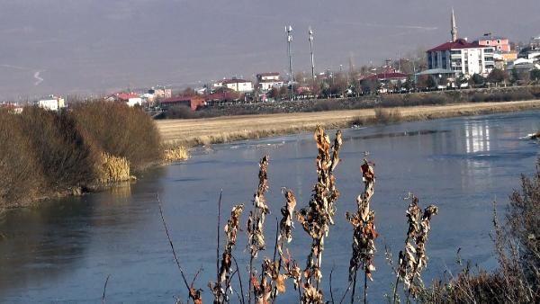 Kura Nehri'nin yüzeyi buz tuttu -5