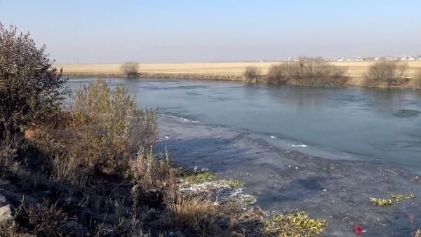 Kura Nehri'nin yüzeyi buz tuttu -6