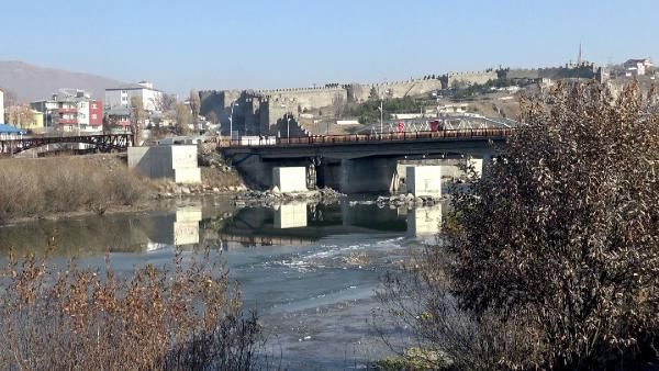 Kura Nehri'nin yüzeyi buz tuttu -7