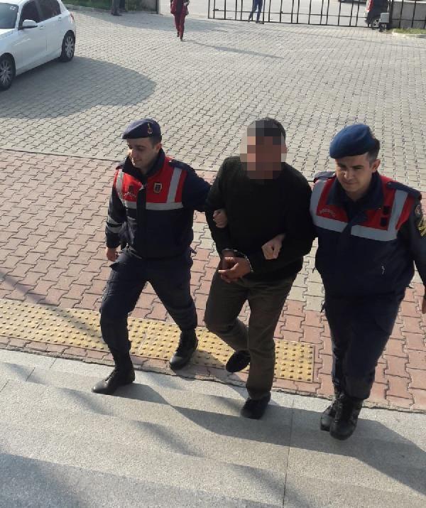 TIR'ın dorsesinde 117 kaçak göçmen yakalandı -3