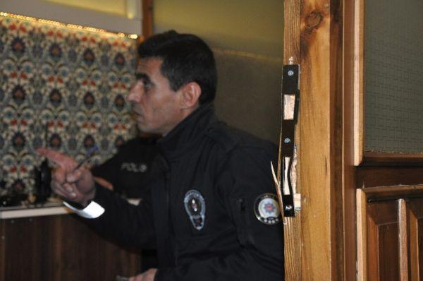 Önce dua ettiler, sonra kapıyı kırıp camiyi soydular -2