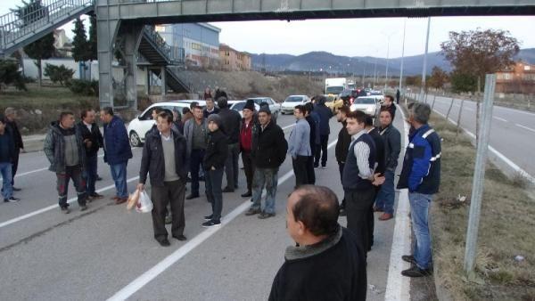 Yaralanmalı kazanın ardından mahalleli yolu trafiğe kapattı -6
