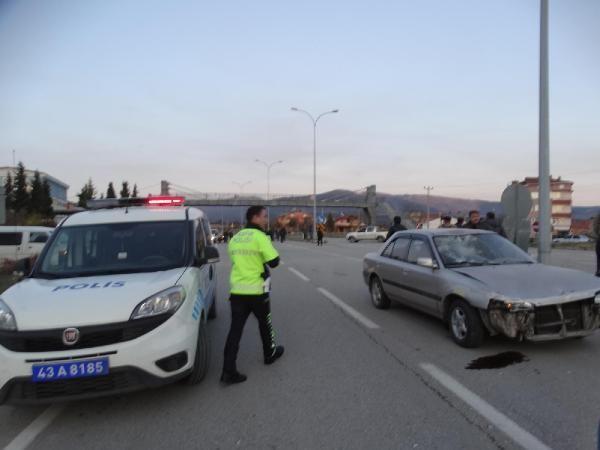 Yaralanmalı kazanın ardından mahalleli yolu trafiğe kapattı -3