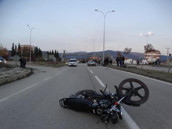 Yaralanmalı kazanın ardından mahalleli yolu trafiğe kapattı -5