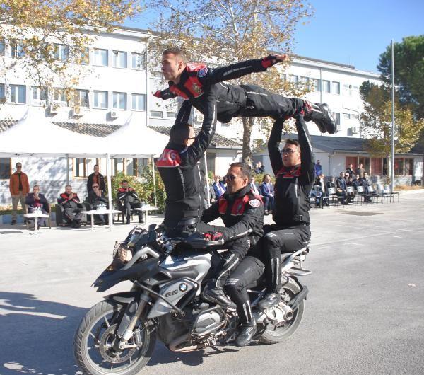 Motosikletli polis timleri akrobasi şovu yaptı -5
