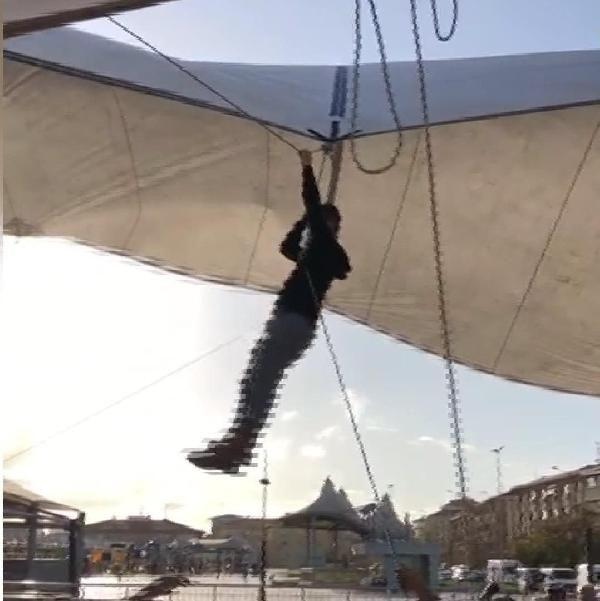 Pazar çadırını uçmasın diye tuttu ama kendisi uçtu -2