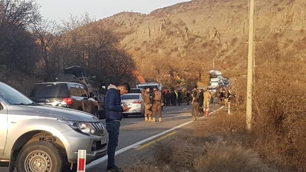 Tunceli'de operasyondan dönen askerleri taşıyan zırhlı araç devrildi -1