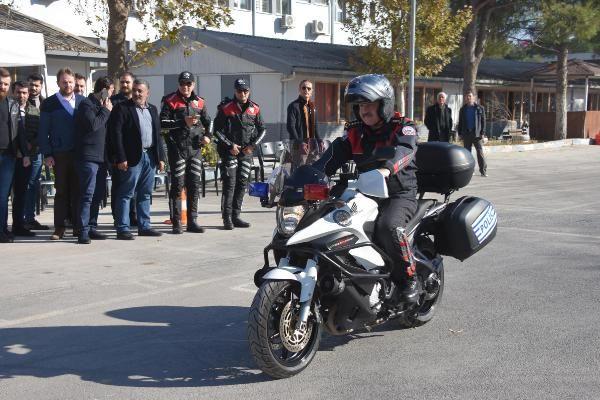 Motosikletli polis timleri akrobasi şovu yaptı -2