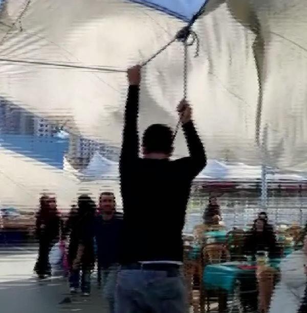 Pazar çadırını uçmasın diye tuttu ama kendisi uçtu -7