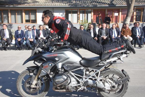Motosikletli polis timleri akrobasi şovu yaptı -8
