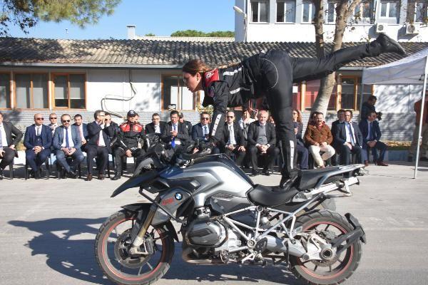 Motosikletli polis timleri akrobasi şovu yaptı -9