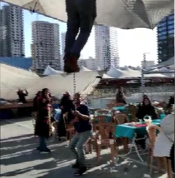 Pazar çadırını uçmasın diye tuttu ama kendisi uçtu -6