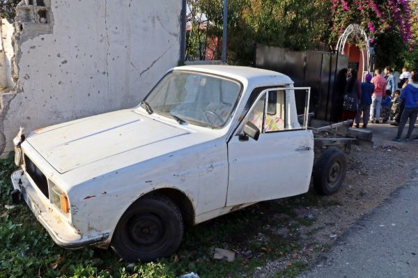 Çaldığı eski model araçla trafiği birbirine kattı, saklandığı evden ağlayarak çıktı -1