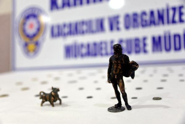 Çöp kutusunda 2 bin 300 yıllık tarihi eser ele geçirildi: 3 gözaltı -6