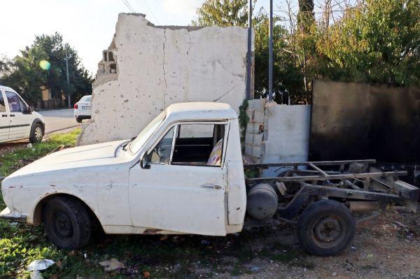 Çaldığı eski model araçla trafiği birbirine kattı, saklandığı evden ağlayarak çıktı -6