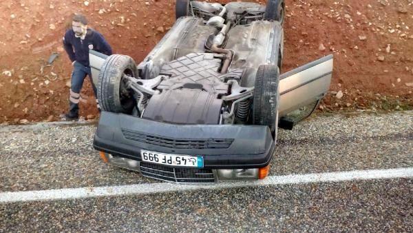Salihli'de otomobil takla attı: 2 yaralı -2