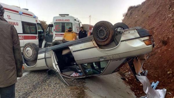Salihli'de otomobil takla attı: 2 yaralı -1