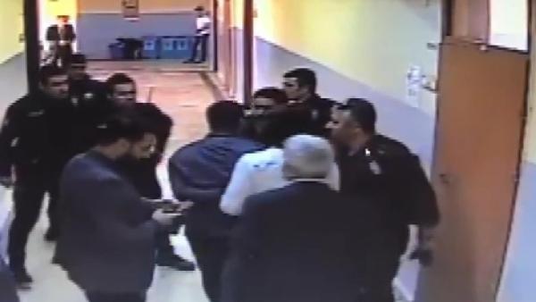 Okul koridorunda dehşet anları; silahlı öğrenci böyle yakalandı -4
