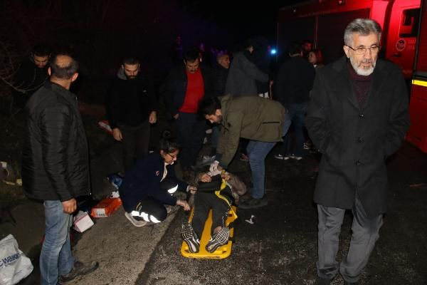 Düzce'de otobüs, otoyolda hatalı dönüş yapan TIR'a çarptı: 2 ölü, 35 yaralı -5