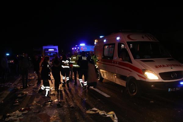 Düzce'de otobüs, otoyolda hatalı dönüş yapan TIR'a çarptı: 2 ölü, 35 yaralı -10