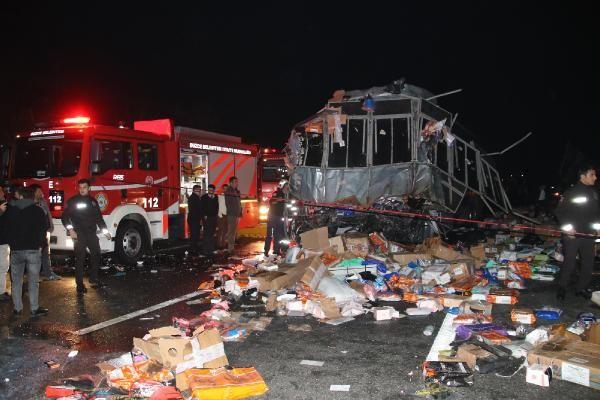 Düzce'de otobüs, otoyolda hatalı dönüş yapan TIR'a çarptı: 2 ölü, 35 yaralı -6