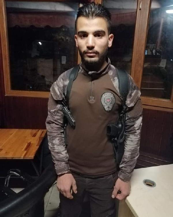 Suriyeli bir kişi özel harekat polisi üniformasıyla yakalandı -1