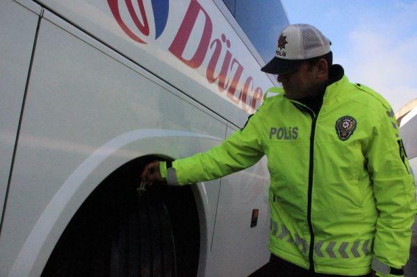 Düzce'de kış lastiği takmayan 175 araca 109 bin lira ceza -1