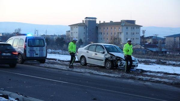 Ardahan'da trafik kazası: 4 yaralı -3