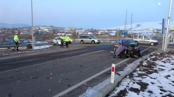Ardahan'da trafik kazası: 4 yaralı -4