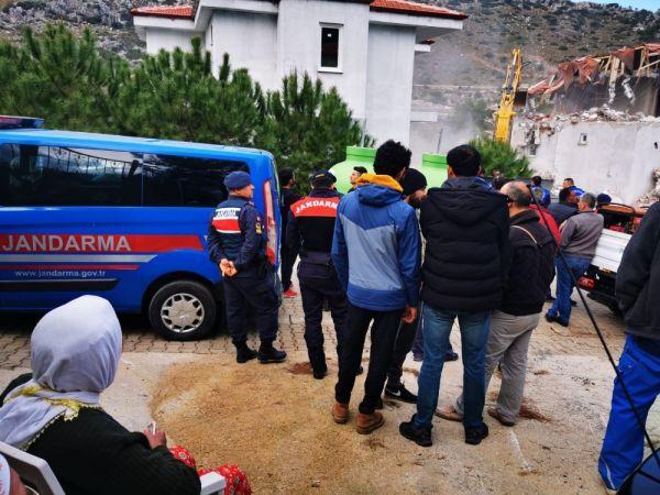 Marmaris'te kaçak yapılara ilk kepçe vuruldu -6
