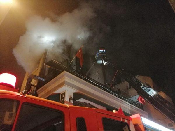Kadıköy de 5 katlı binada korkutan yangın -3