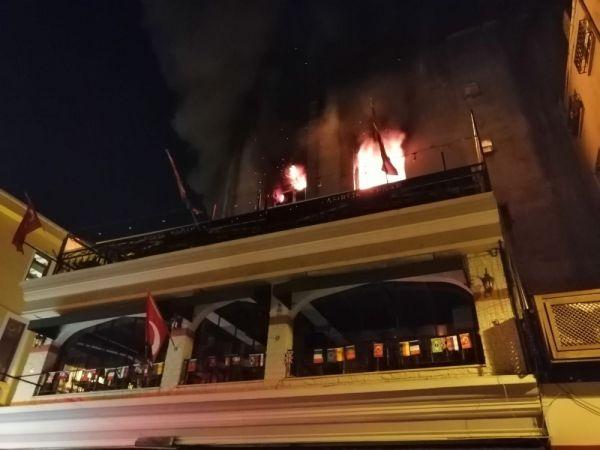 Kadıköy de 5 katlı binada korkutan yangın -1