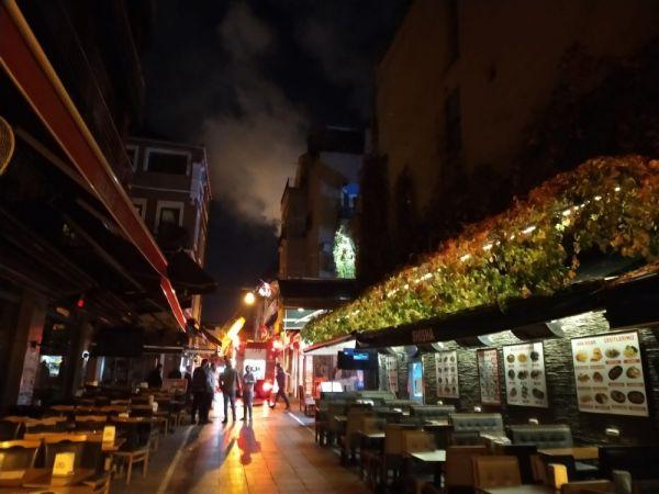 Kadıköy de 5 katlı binada korkutan yangın -2