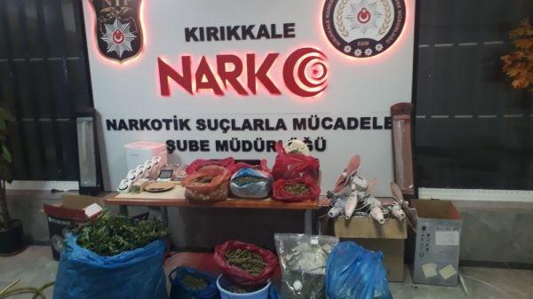 Kırıkkale'de saksıda Hint keneviri ele geçirildi -8