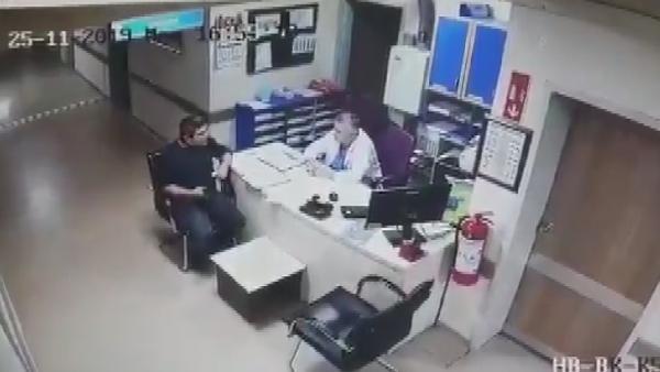 Hastanede tavandan düşen kişi kamerada -1