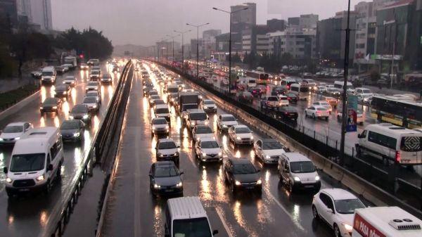İstanbul'da yağmur hazırlıksız yakaladı -1