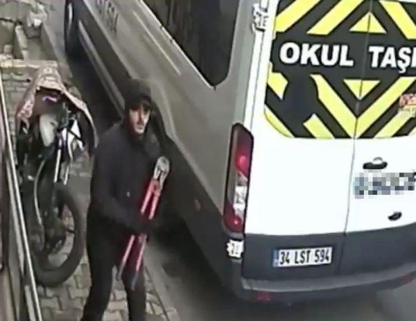 Motosiklet hırsızının pes dedirten rahatlığı kamerada -1