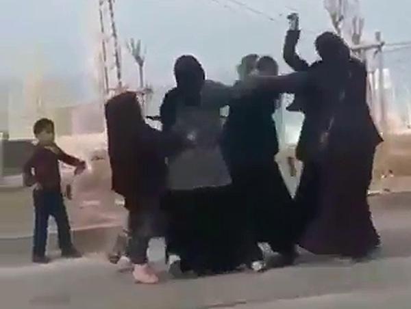 Dilenci kadınların yer kavgası -2