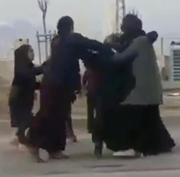 Dilenci kadınların yer kavgası -4