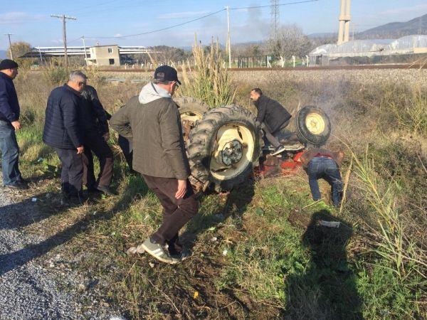 Kamyonetin çarptığı traktör şarampole yuvarlandı: 1'i ağır 3 yaralı -1