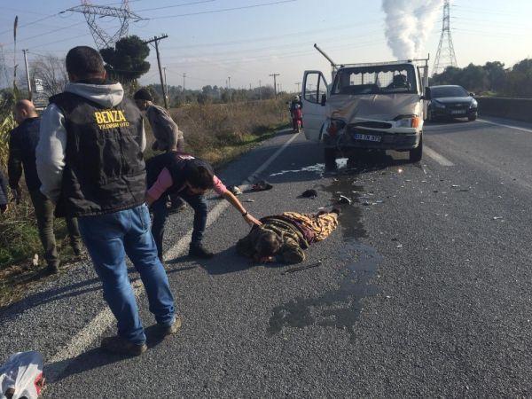 Kamyonetin çarptığı traktör şarampole yuvarlandı: 1'i ağır 3 yaralı -3