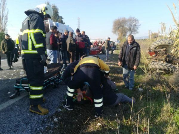 Kamyonetin çarptığı traktör şarampole yuvarlandı: 1'i ağır 3 yaralı -5