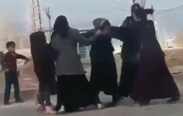 Dilenci kadınların yer kavgası -1