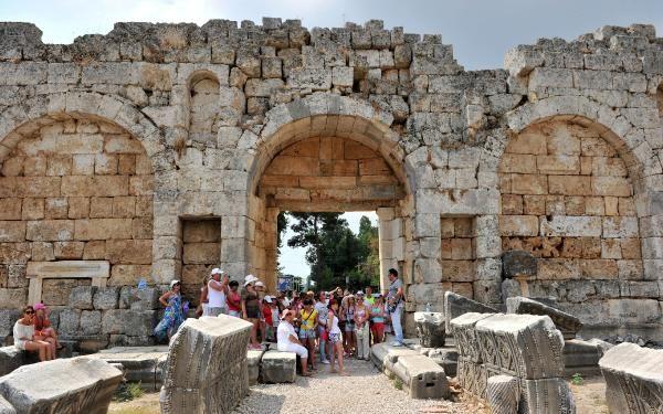 Tarihi rekoru, vali duyurdu: Antalya'ya 15 milyon 644 bin 108 turist geldi -3
