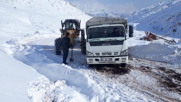 Siirt'te kardan kapanan 32 köy yolu ulaşıma açıldı -5