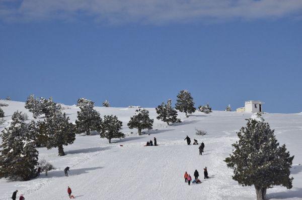 Salda Gölü manzaralı Kayak Merkezinde sezon açıldı -2