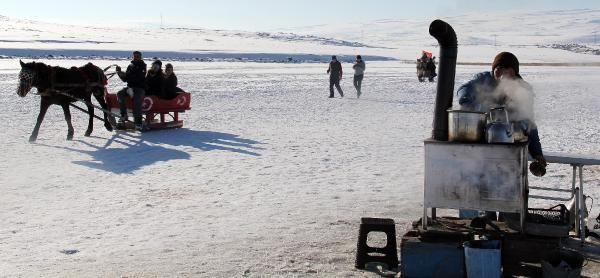 Buzla kaplanan Çıldır Gölü, 2020'de de gözde -4
