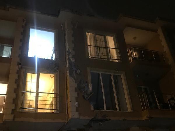 Çekmeköy'de uçan çatı 100 metre ilerideki binanın içine girdi -6