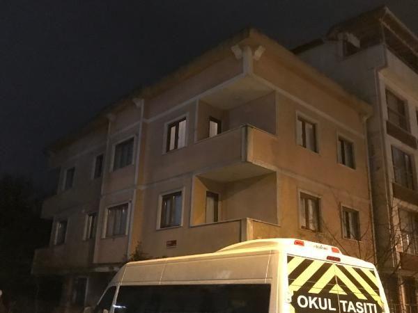 Çekmeköy'de uçan çatı 100 metre ilerideki binanın içine girdi -9