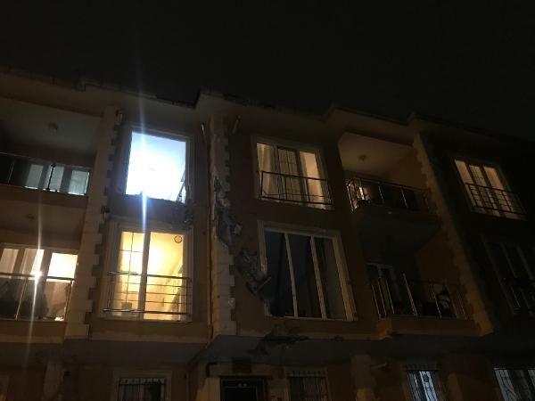 Çekmeköy'de uçan çatı 100 metre ilerideki binanın içine girdi -5